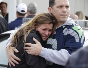 141024-marysville-school-shooting-1624_18d67f4446774008decdd84b15250e5b.nbcnews-ux-2880-1000[1]